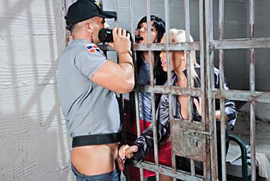 Hot babe in prison fucks dirty